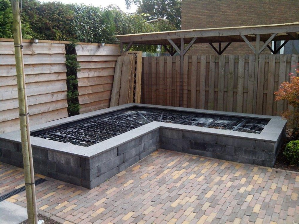 Voorbeeld foto 39 s achtertuin kasbergen hoveniers for Vierkante vijver maken